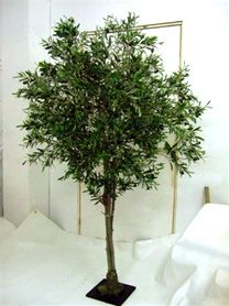 Decorar con arboles y plantas artificiales